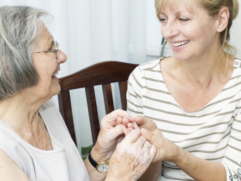 Шест основни въпроса, които да си зададете при избора на хоспис или старчески дом